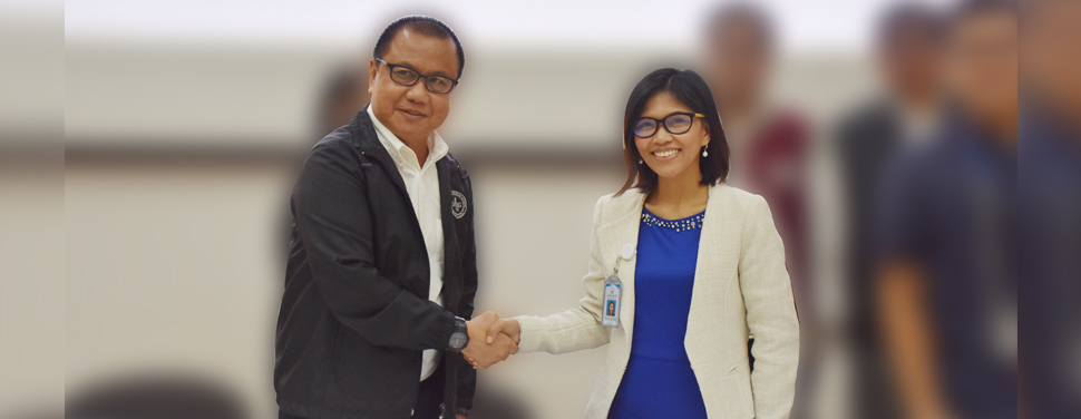 Laguna Water General Manager Shoebe Hazel B. Caong (right) and DILG CALABARZON Regional Director Manuel Q. Gotis (left) signed the Memorandum of Agreement for the collaboration of the two organizations in various projects related to local governance and water and wastewater.
