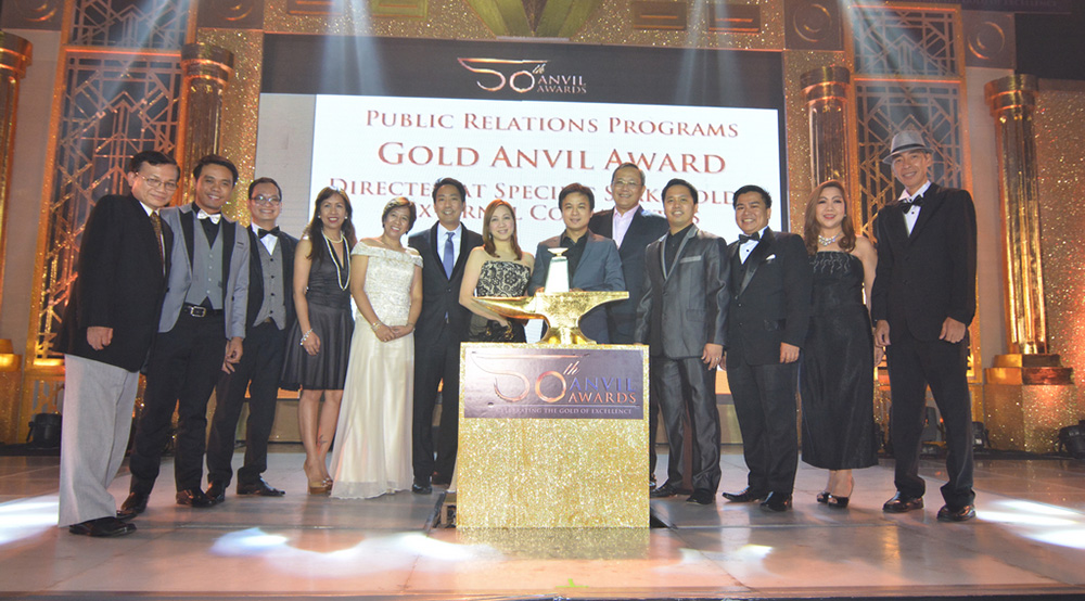 Laguna Governor Ramil L. Hernandez (8th from left), Laguna Water President Virgilio C. Rivera, Jr. (9th from left), and Laguna Water General Manager Melvin John Tan (10th from left) received the Anvil Award of Gold for Laguna Water's Tubig Para sa Barangay program together with Provincial Administrator Atty. Dulce H. Rebanal (5th from left), Chief of Staff Vince L. Soriano (6th from left), Calamba Councilor Ruth Mariano-Hernandez (7th from left), and representatives from Laguna Water.