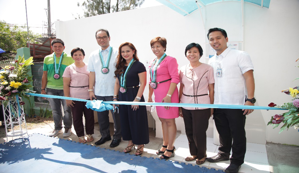 (L-R): Caingin Brgy Chairman Christopher Dictado, Caingin Elementary School Principal Guadalupe Factoriza, Manila Water President Ferdinand Dela Cruz, Sta. Rosa Mayor Arlene Arcillas, Administrator of the Provincial Government of Laguna Atty. Dulce Rebanal, Education Specialist Socorro Escape, Laguna Water General Manager Melvin Tan.