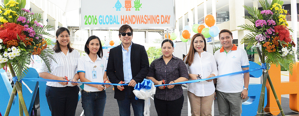 Leading the ribbon-cutting ceremony of the Global Handwashing Day booth in Solenad, Nuvali, Santa Rosa are Laguna Water Business Operations Head Sol N. Dimayuga, Santa Rosa City Mayor Dan Fernandez, Manila Water Foundation (MWF) Executive Director Carla B. Kim, Laguna Water External Affairs Manager Ana A. Martir, and MWF Program Manager Xavier G. Cruz.